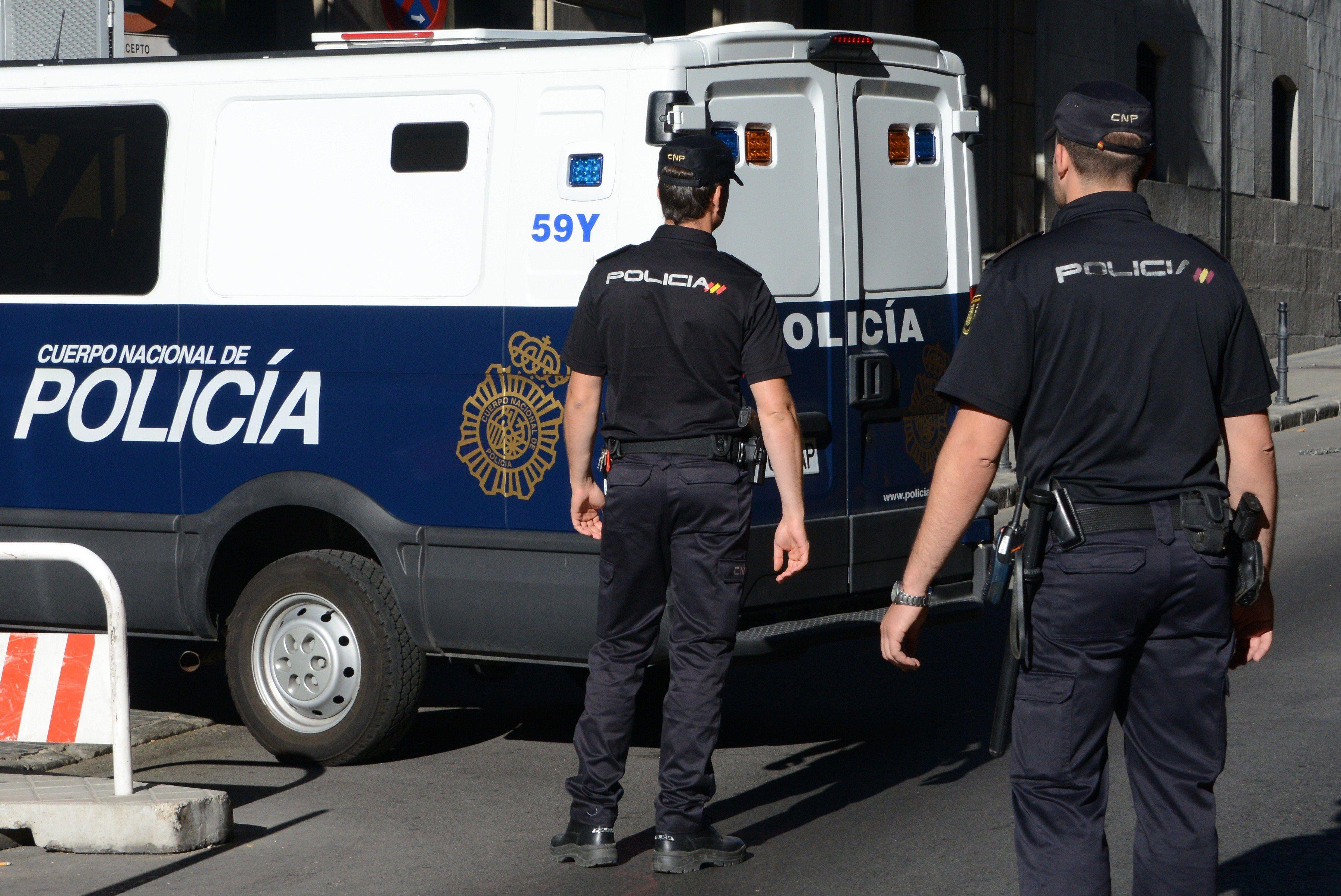 الشرطة الإسبانية تعتقل مغربيا بتهمة تجنيد عناصر لتنظيم الدولة الإسلامية
