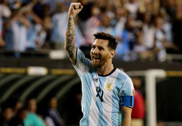 """الأرجنتينيون لميسي """"رجاء لا ترحل"""""""