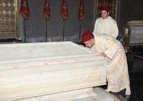 الملك محمد السادس يترحم على روح المغفور له محمد الخامس