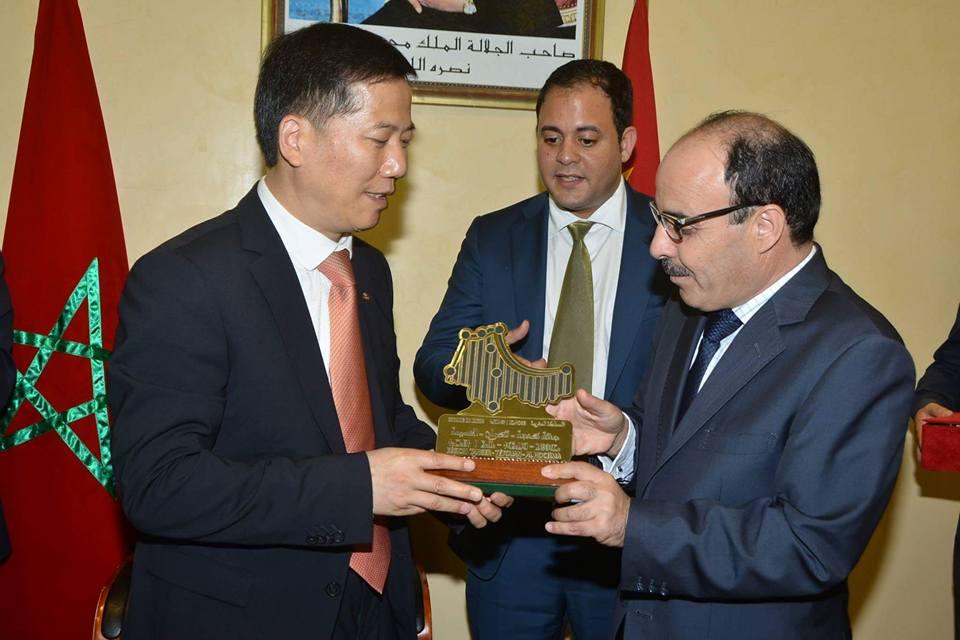 بعد زيارته المثيرة للجدل للصين…إلياس العماري يستقبل شركات صينية وهمية تريد استغلال اليد العاملة المغربية