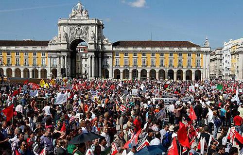 الآلاف يتظاهرون بالبرتغال دفاعا عن المدرسة العمومية