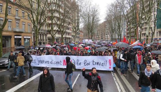 الحكومة الفرنسية تتراجع وتسمح بتنظيم مسيرة نقابية الخميس في باريس
