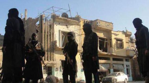 جرائم داعش: شريط فيديو لتنظيم الدولة الاسلامية يوثق قتله 5 ناشطين اعلاميين سوريين