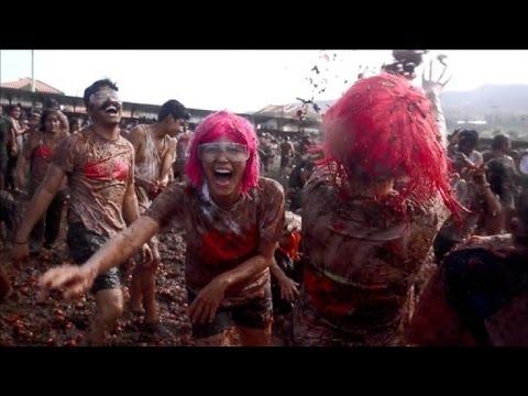 الاحتفال بمهرجان التراشق بالطماطم في كولومبيا