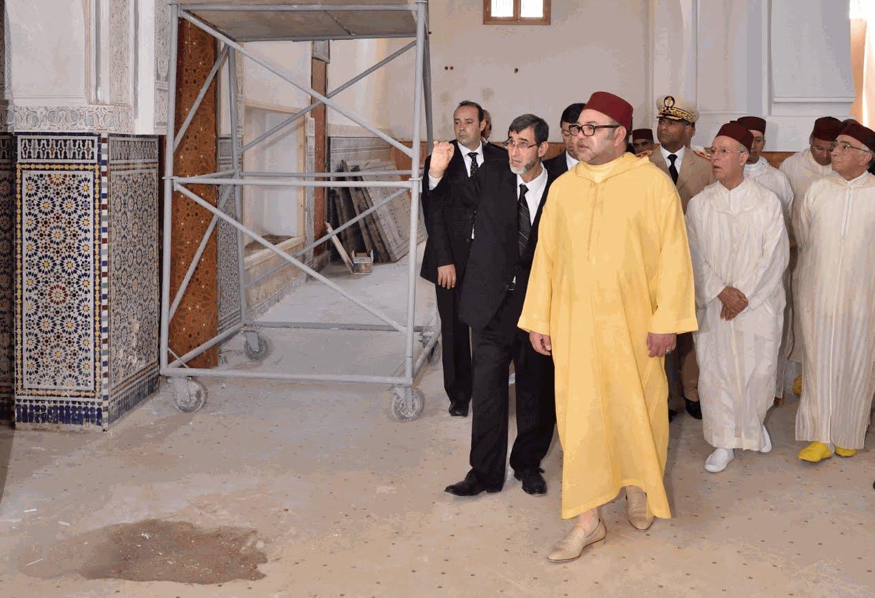 الملك يتفقّد مسجدا يُرَمم بالدار البيضاء