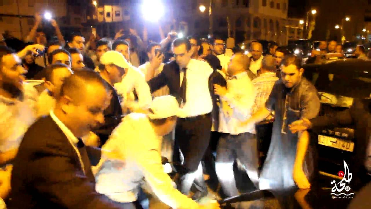 """احتجاجات ضد بنكيران بطنجة وأنصاره يردون ب""""العاشقين في النبي"""""""