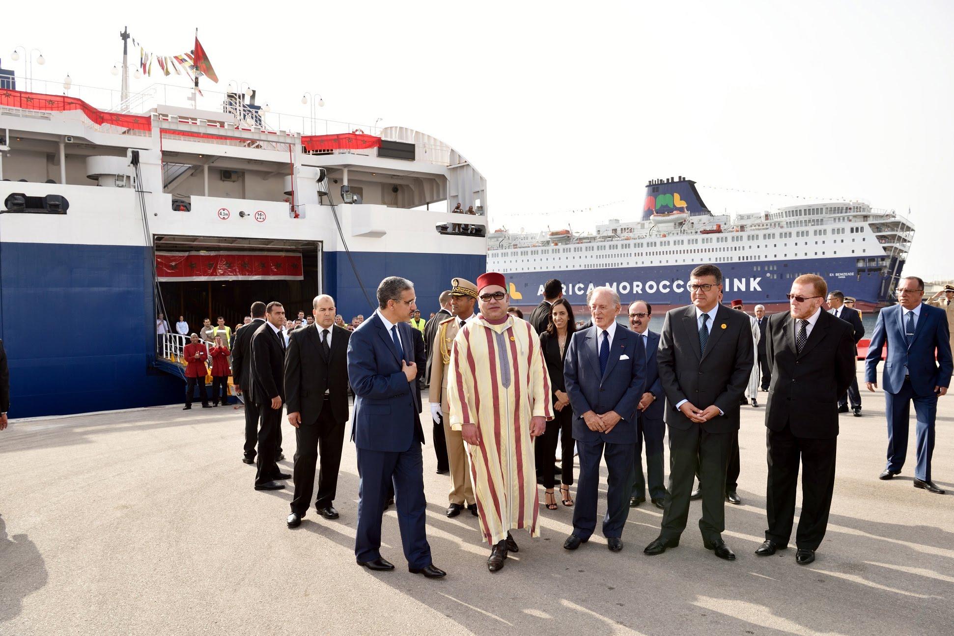 الملك محمد السادس يستقبل الجالية بميناء طنجة
