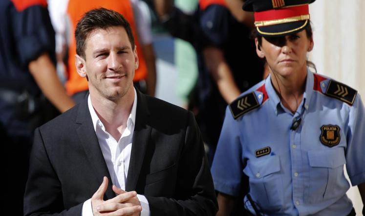 النيابة العامة تطالب بتبرئة ميسي وسجن والده في قضية التهرب من الضرائب