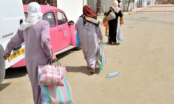 """فقراء وأرامل الجزائر يعانون من غياب""""القفة"""""""