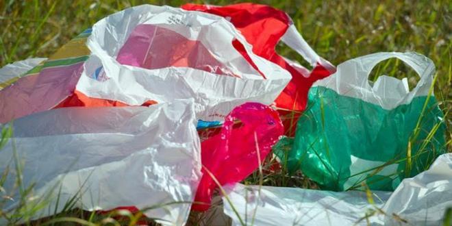 غرامات مالية تنتظر كل من صنع أو باع الأكياس واللفيفات البلاستيكية