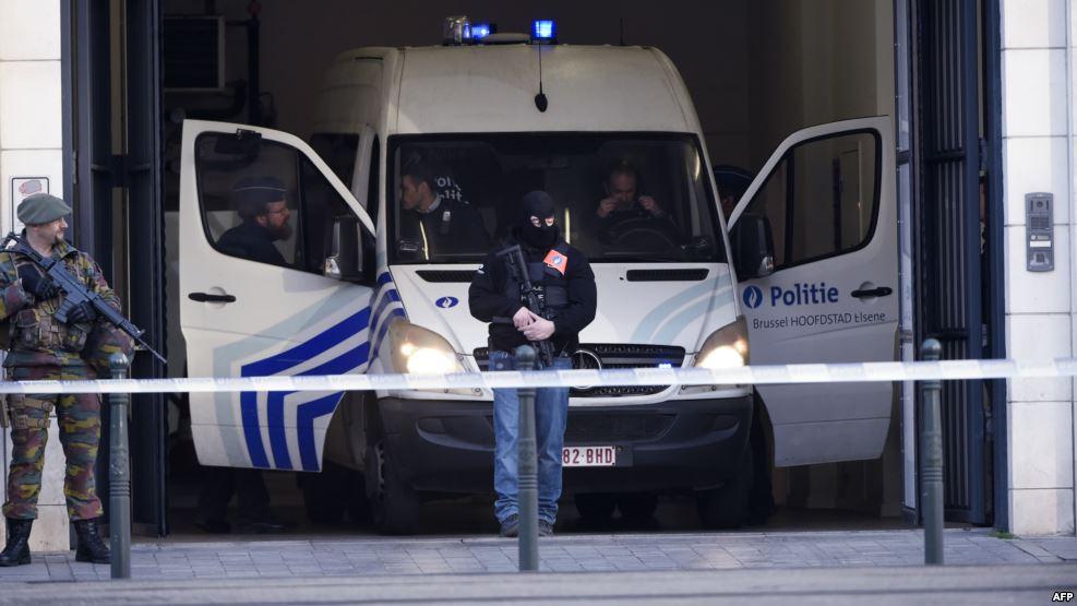 بلجيكا تتهم ثلاثة رجال بالإرهاب بعد مداهمات خلال الليل