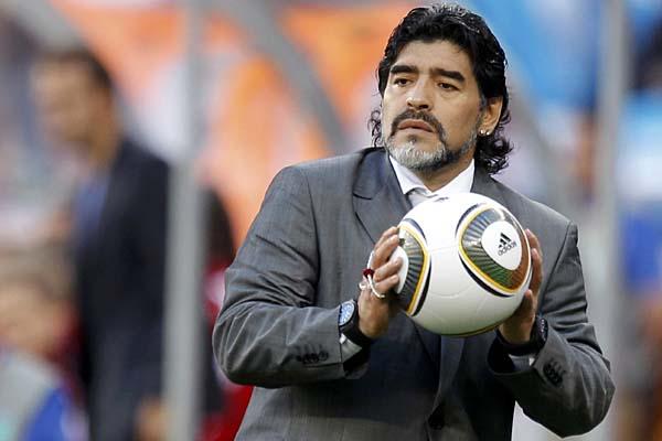 مارادونا يؤكد حاجة الاتحاد الأرجنتيني لكرة القدم لعملية تجديد شامل
