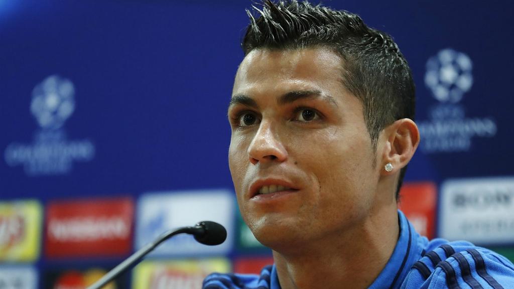 رونالدو يصب جام غضبه على صحفي في فرنسا