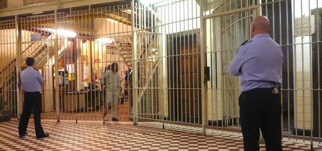 """ساركوزي يدعو الى انشاء جهاز لاستخبارات للسجون وعزل """"عزل السجناء الاسلاميين"""""""
