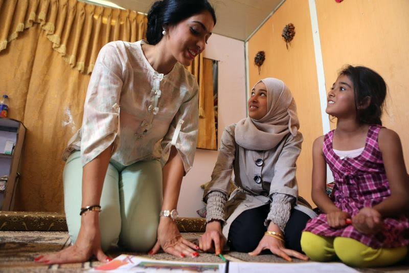 سمر الشامسي تغرد الحب والانسانية مع اطفال سوريا
