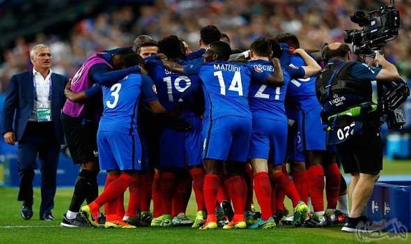 هدف باييه المذهل يمنح فرنسا الفوز 2-1 على رومانيا في الافتتاح