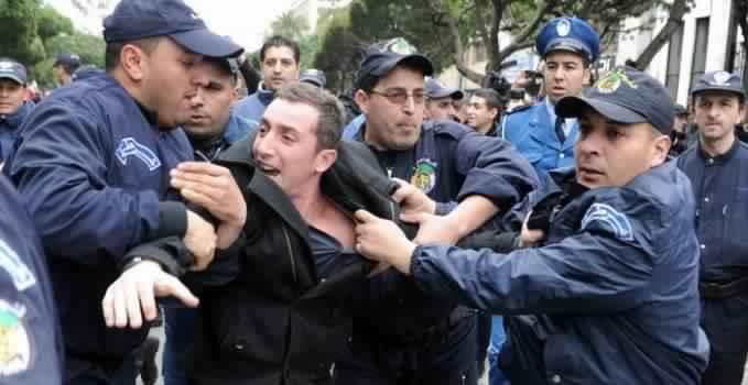 """الجزائر تصدر """" الانتهاكات الجسيمة لحقوق الانسان"""" الى المغرب"""