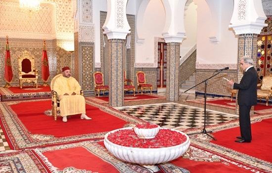 والي بنك المغرب يقدم للملك التقرير السنوي حول الوضعية الاقتصادية والمالية