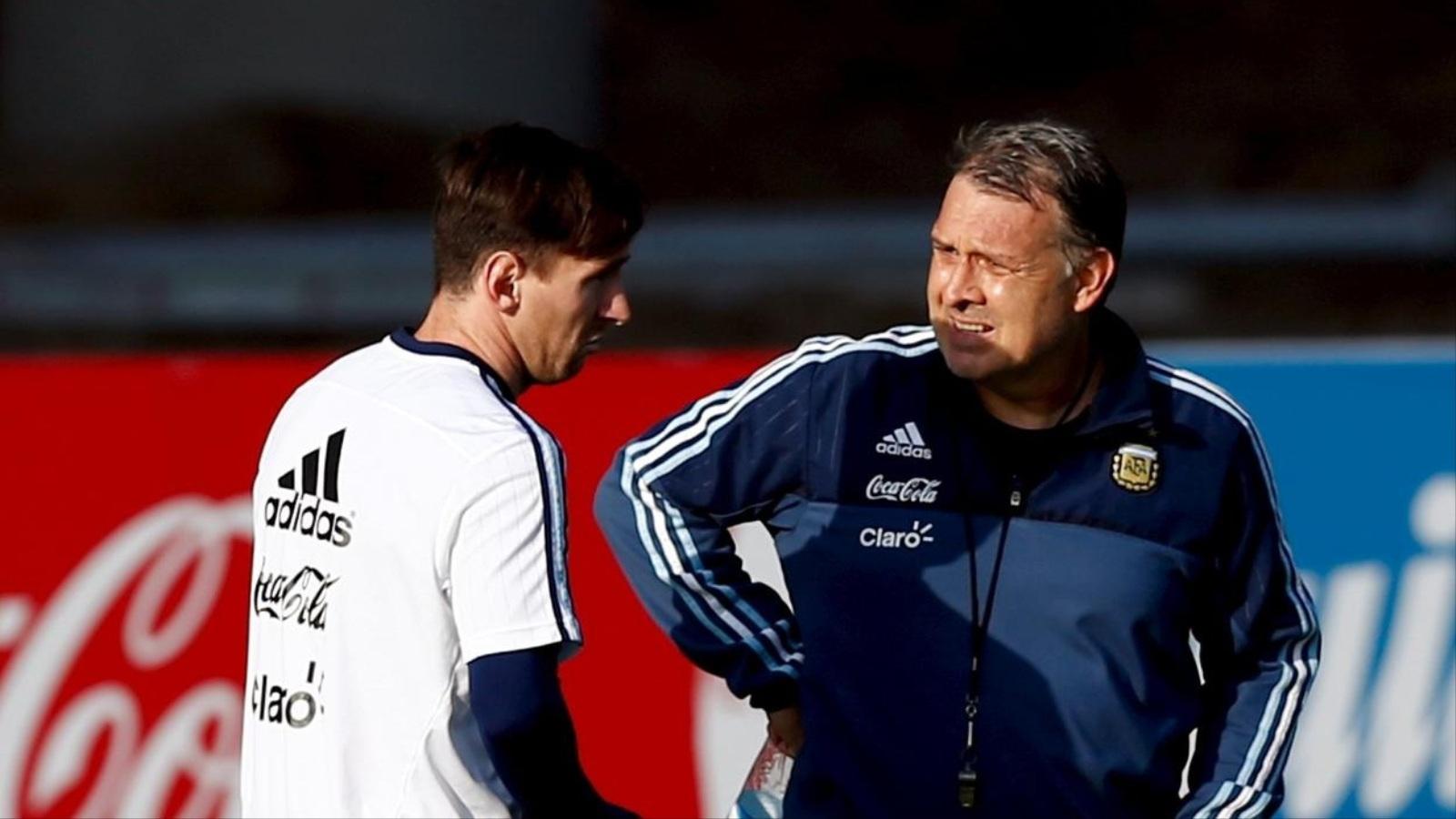 مارتينو يستقيل من تدريب المنتخب الأرجنتيني لكرة لقدم