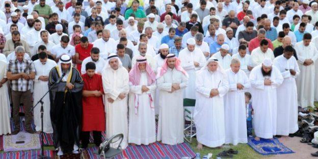 المسلمون يحتفلون بعيد الفطر رغم هجمات الجهاديين والمعارك  والارهاب الذي وصل الى المدينة المنورة
