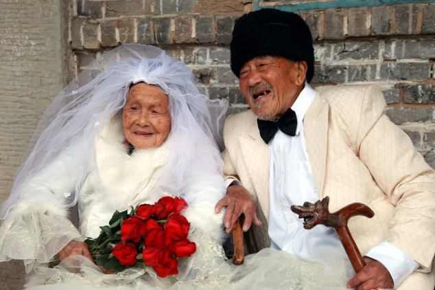 بلجيكيان يحتفلان ببلوغ 103 أعوام معا
