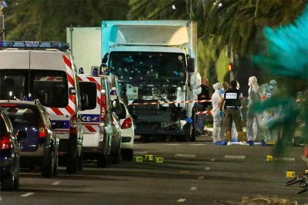 """فرنسا ستشهد """"اعتداءات أخرى وسيقتل أبرياء آخرون"""""""