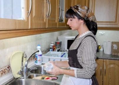 """دراسة: الإعلانات في التلفزيون المغربي تختزل المرأة في """"ربة بيت"""""""