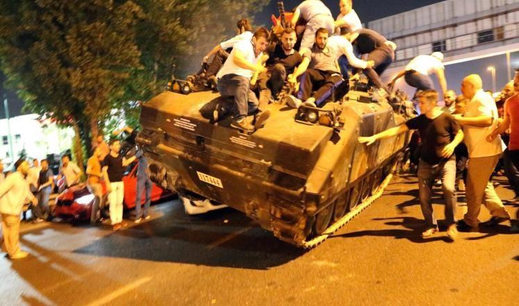انقلاب تركيا يفرق الطبقة السياسية المغربية