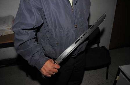 بوليسي بالرباط يضطر لاستخدام السلاح الوظيفي لتوقيف حامل سلاح سكين كبير