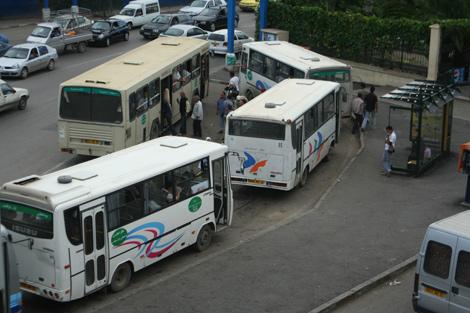 انتبهوا: اذا شاهدتم احدى حافلات النقل العمومي تخرق قانون السير اتصلوا بهذا الرقم