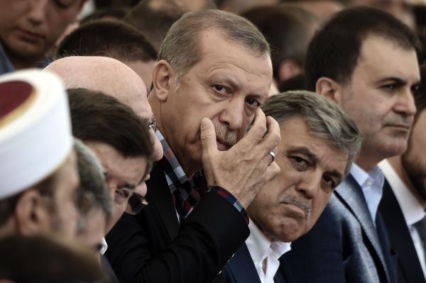 أردوغان يهدد الطلبة المغاربة إن لم يبلغوا عن الإنقلابيين