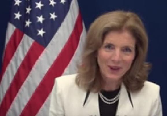 السفيرة الامريكية كارولين كينيدي، تكيل الثناء لنظام جزائري فاشل وتتنكر للإرث السياسي لوالدها