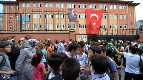 إردوغان يوقع أول مرسوم  يقضي بإغلاق أكثر من ألف مدرسة خاصة