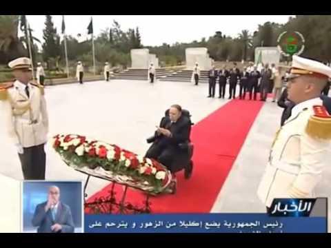 الرئيس الجزائري يظهر  على كرسي متحرك بعد غياب طويل