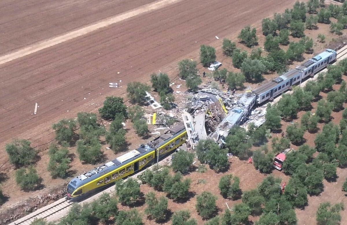 تصادم قطارين جنوب إيطاليا