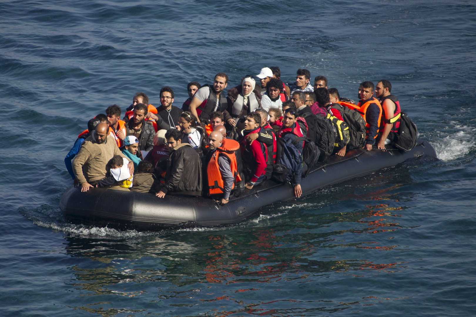 رحلة الموت مع اللاجئين
