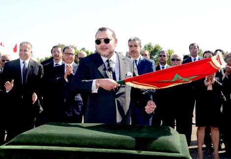 """الملك يدشن الطريق السيار المداري للرباط واطلاق اسم """"قنطرة محمد السادس"""" على الجسر المعلق"""