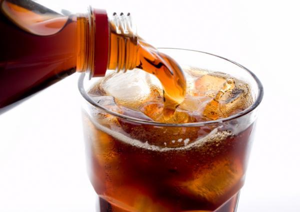 تناول المشروبات الغازية والمحتوية على السكر قد يؤدي للإصابة بأنواع نادرة من السرطانات