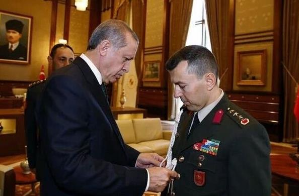 اعتقال مساعد إردوغان للشؤون العسكرية