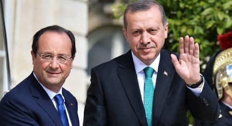 فرنسا تأمل أن تصمد الديمقراطية التركية أمام اختبار الانقلاب