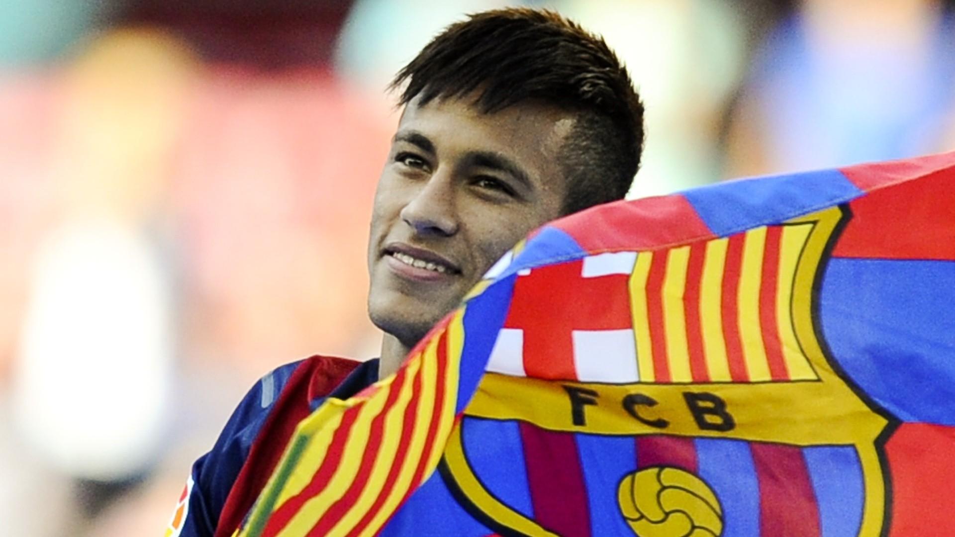 نيمار يجدد تعاقده مع نادي برشلونة