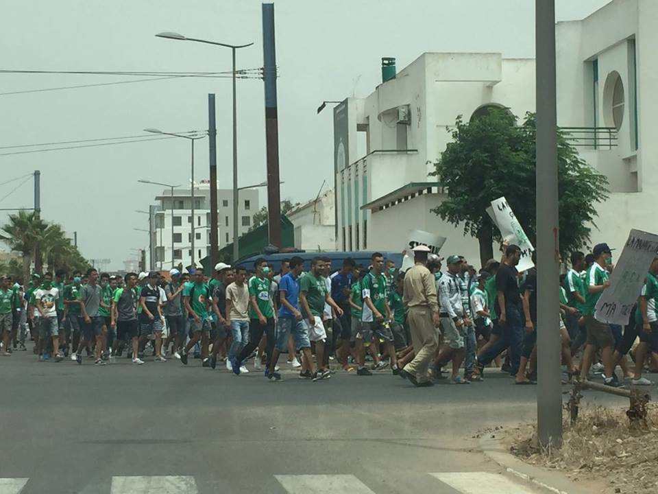 جماهير الرجاء تنتفض ضد الرئيس الجديد بإحتجاجات أمام مقر النادي