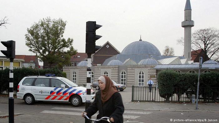 حزب الحرية اليميني المتطرف الهولندي يريد حظر المساجد