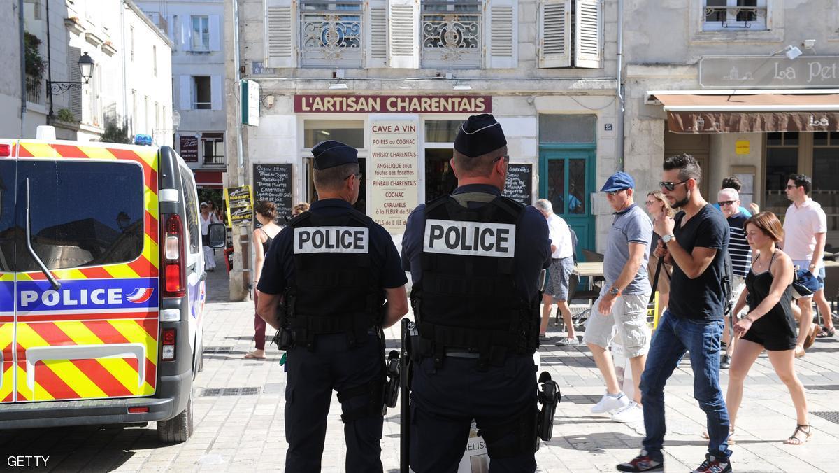 فرنسا تبعد مغربيين تبنيا الاسلام المتطرف