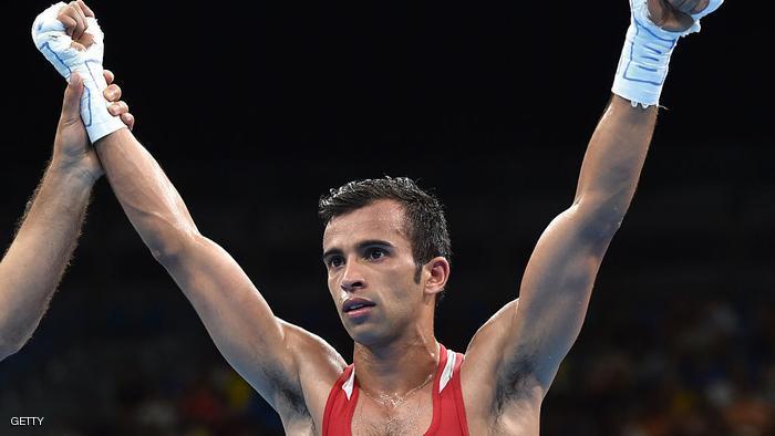 الملاكم المغربي الخروبي يودع الأولمبياد من دور ثمن النهاية