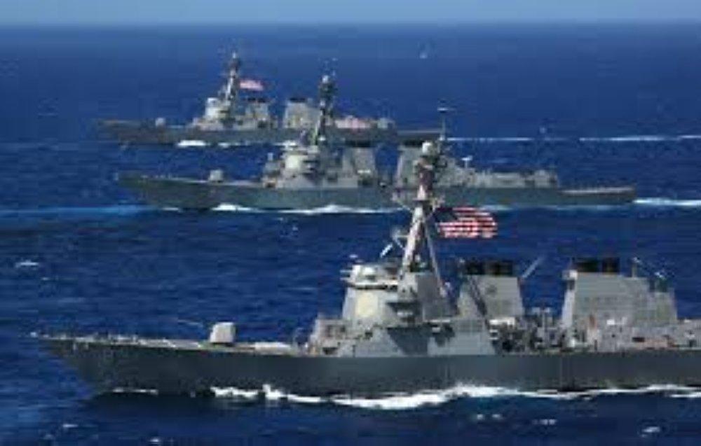"""حادث """"خطير"""" بين سفن ايرانية ومدمرة اميركية في مضيق هرمز"""