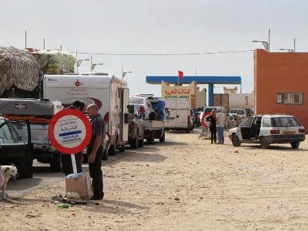 """ولاية الداخلة: لهذه الأسباب قامت المصالح الأمنية والجمارك قامت بتنظيم عمليات تطهيرية بمنطقة""""كركارات"""""""