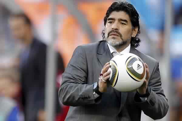 """مارادونا يفتتح ملعب """"محمد الخامس"""""""