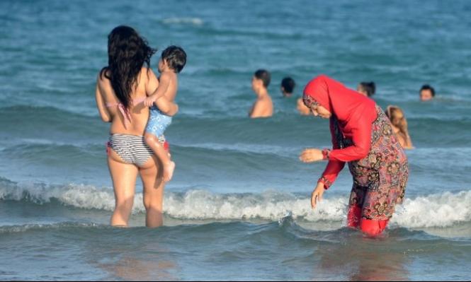 """رئيس الوزراء الفرنسي: """"البوركيني رمز لاستعباد النساء"""""""