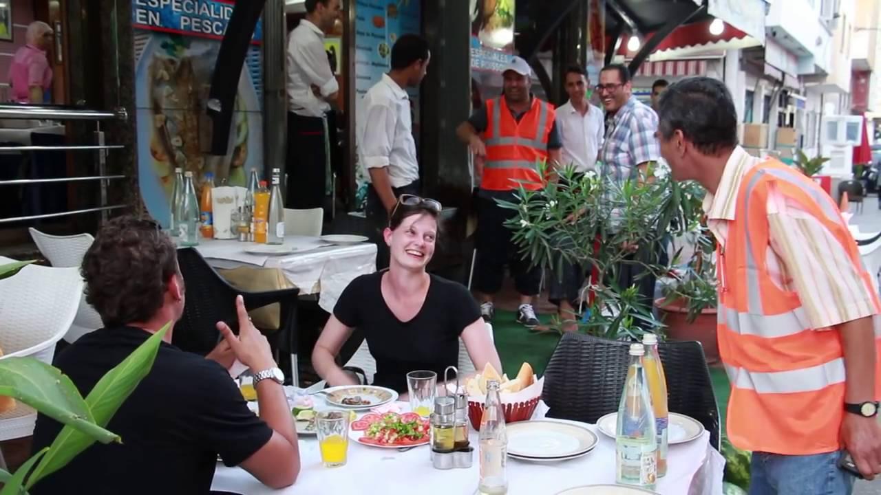 رئيس بلدية الناظور  يدفع فاتورة وجبة غذاء لسياح بمدينة الناظور